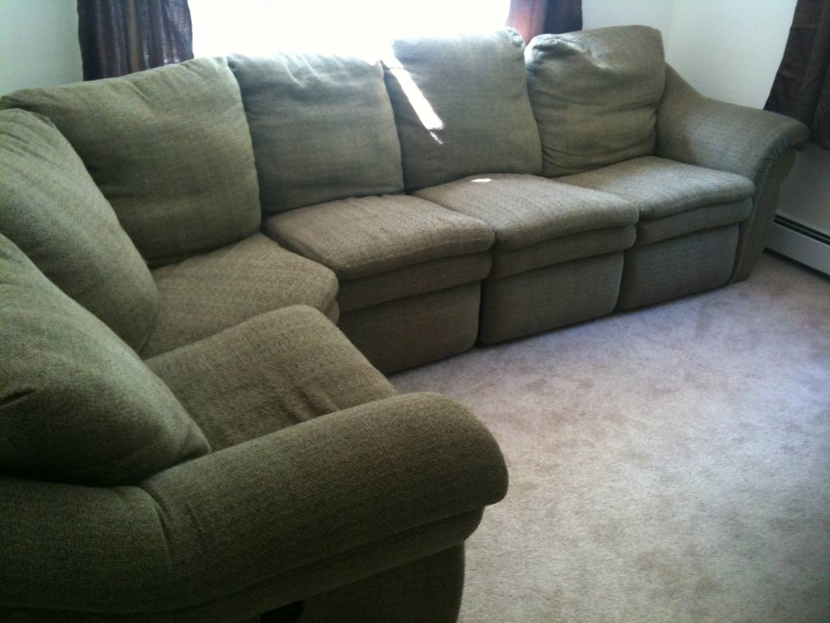 Large Lazy Boy Sectional W 2 Recliners Gone Free